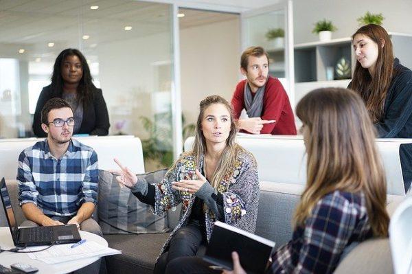 Activités team building : renforcer la cohésion d'équipe grâce à des activités ludiques et créatives